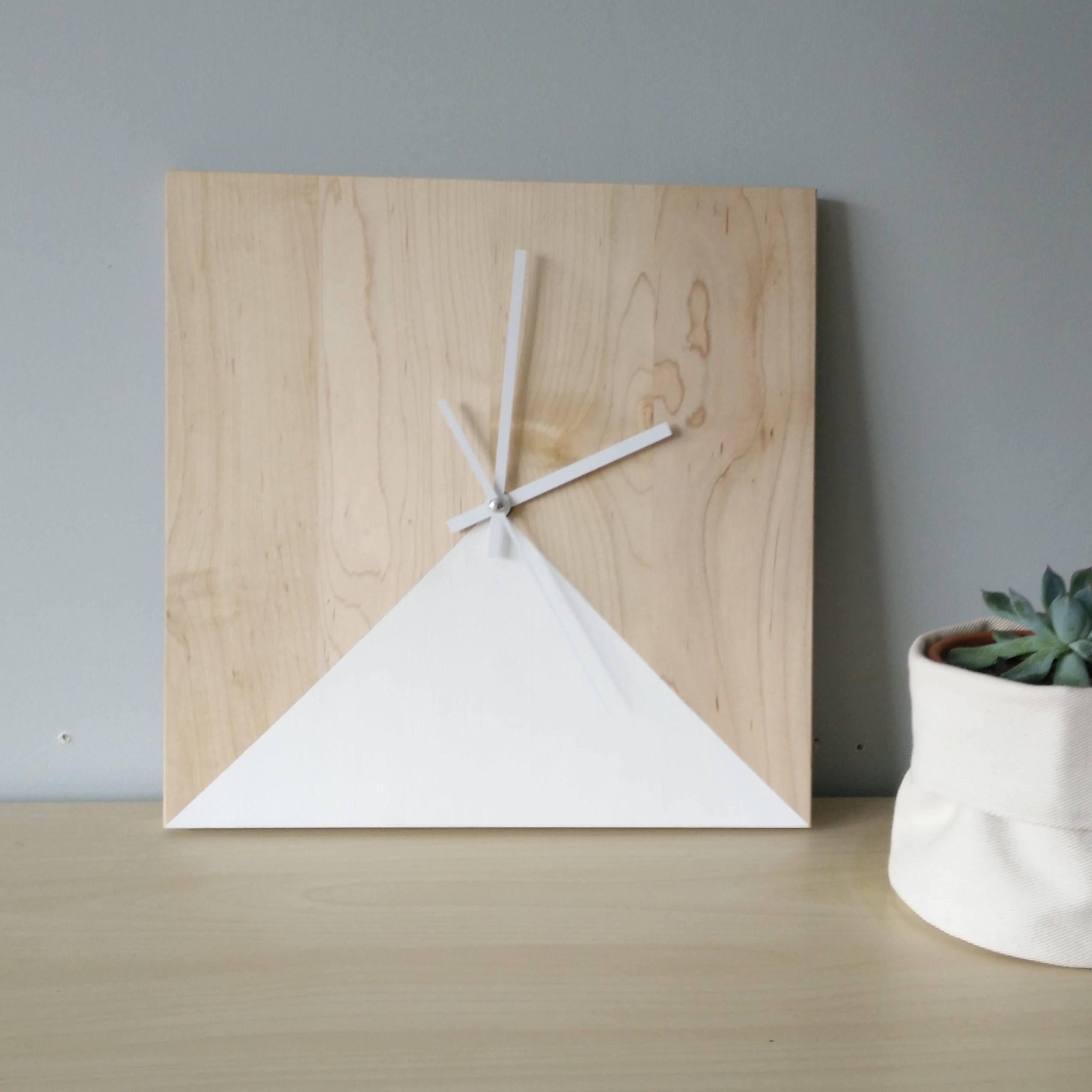 horloge en rable carr e 12 12 horloge en bois et blanc. Black Bedroom Furniture Sets. Home Design Ideas