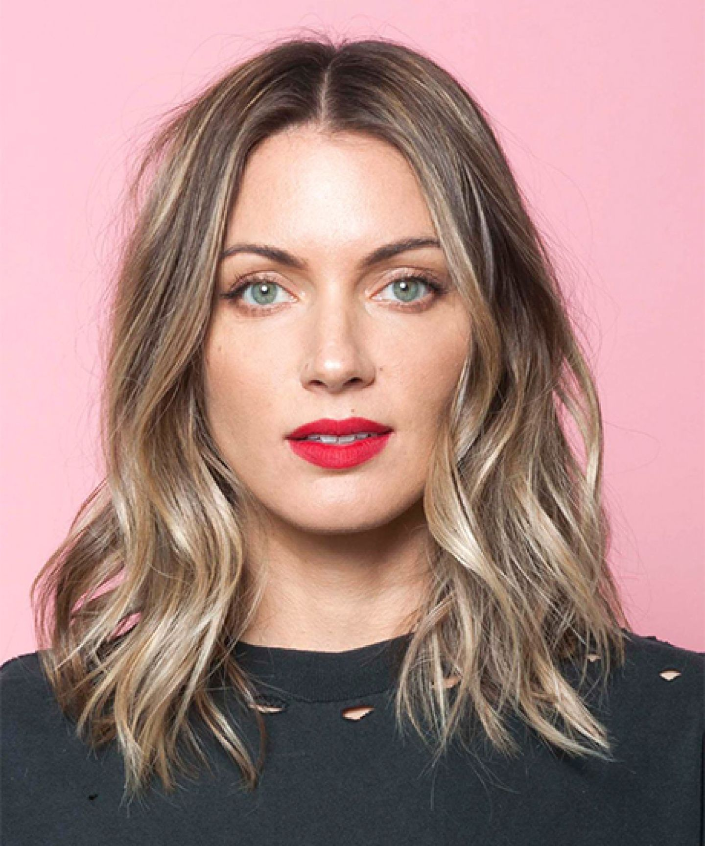 This is the secret to a perfectly messy long bob medium length style a medium length haircut like an la it girl with this easy tutorial solutioingenieria Choice Image