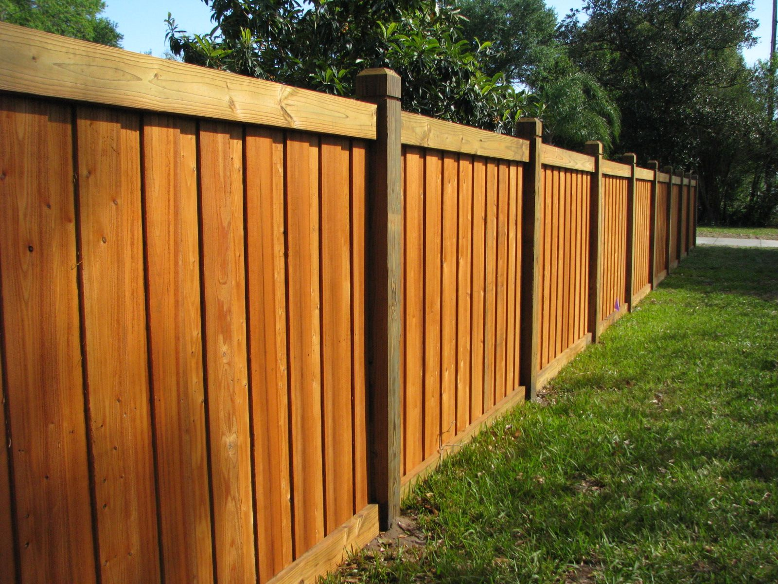 Capped boardonboard wood fence design mossy oak fence