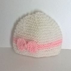 5dbf8ba5ee9 Bonnet en laine naissance fille blanc et rose clair layette avec noeud -  tricoté main pour bébé