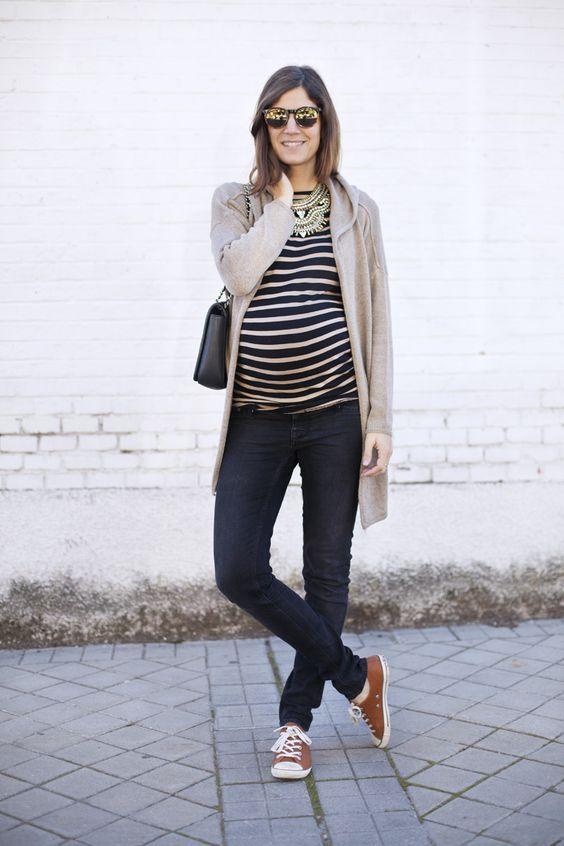 191a03f1d Pin de Beauty and Fashion Ideas en Outfits de maternidad con jeans ...