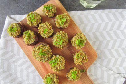 Gevulde champignons met spinazie, broodkruimels en sjalot - Simplyvegan.nl #wrapshapjes