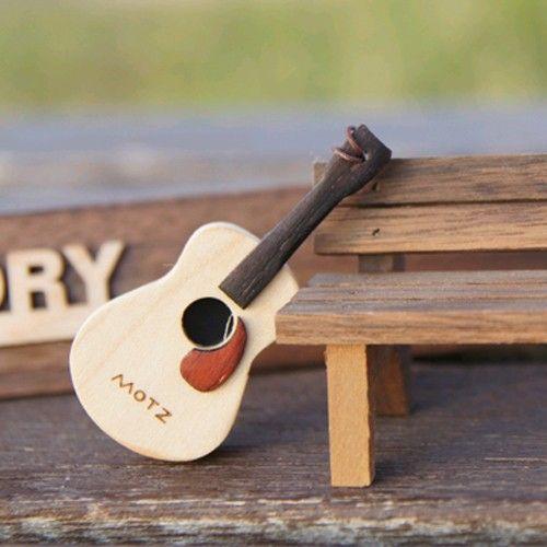 【kmall24】木のギターUSBメモリ
