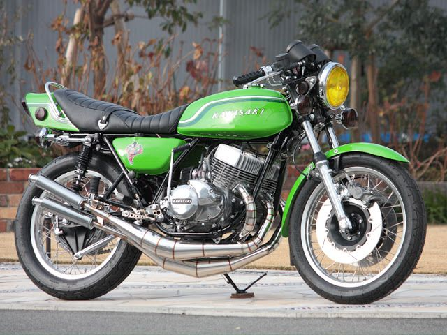 Kawasaki #H2 750 3 cylinder #2stroke: The #Widowmaker | Custom cafe