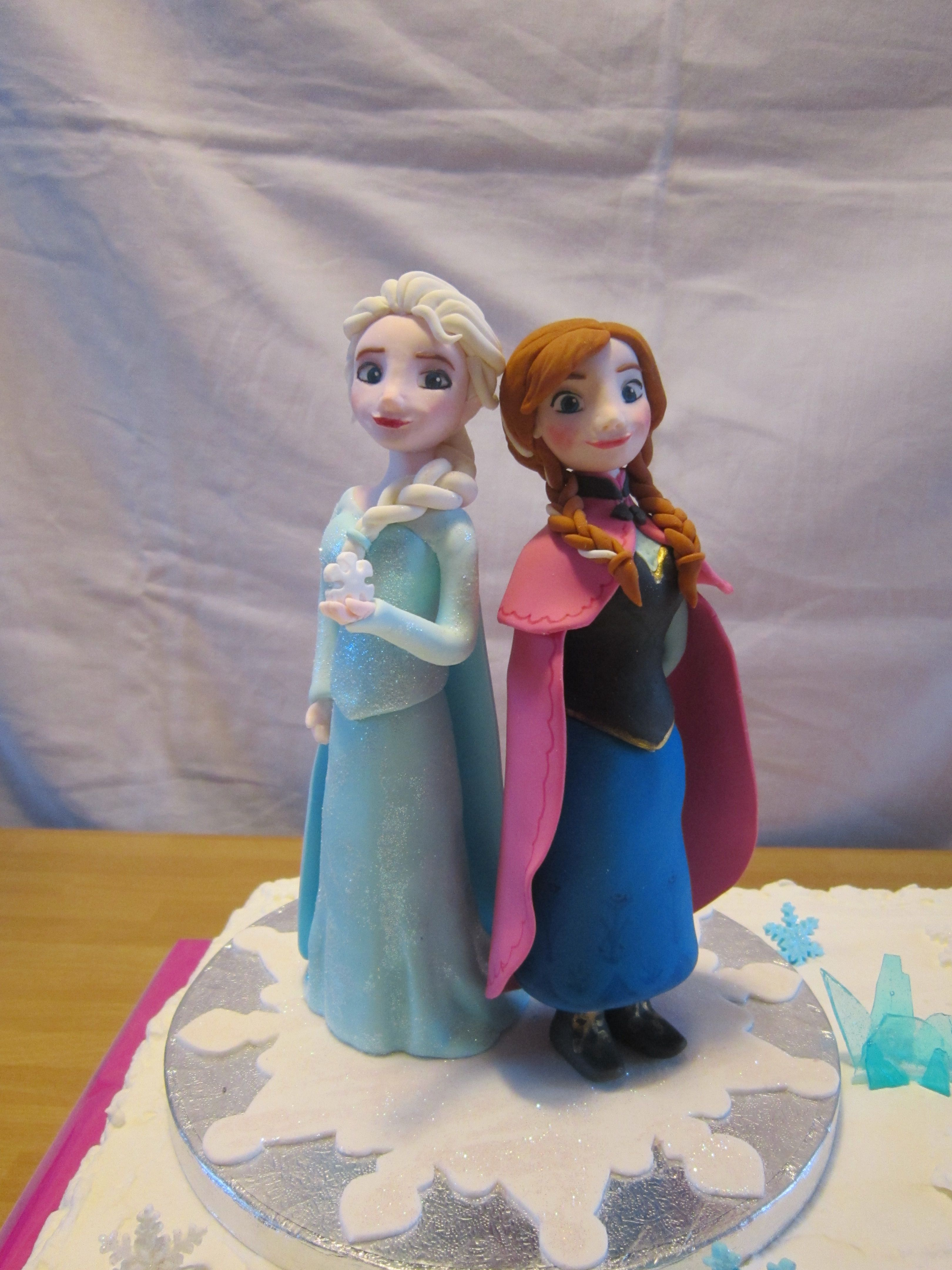 Sugarpaste Elsa and Anna from Disney Frozen frozen cakes and party