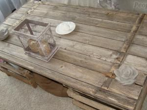 comment faire une table basse avec un vieux volet en 2019. Black Bedroom Furniture Sets. Home Design Ideas
