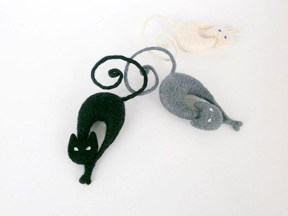 Needle felt cat brooch Creamy white cat by CreativeAtelierBg