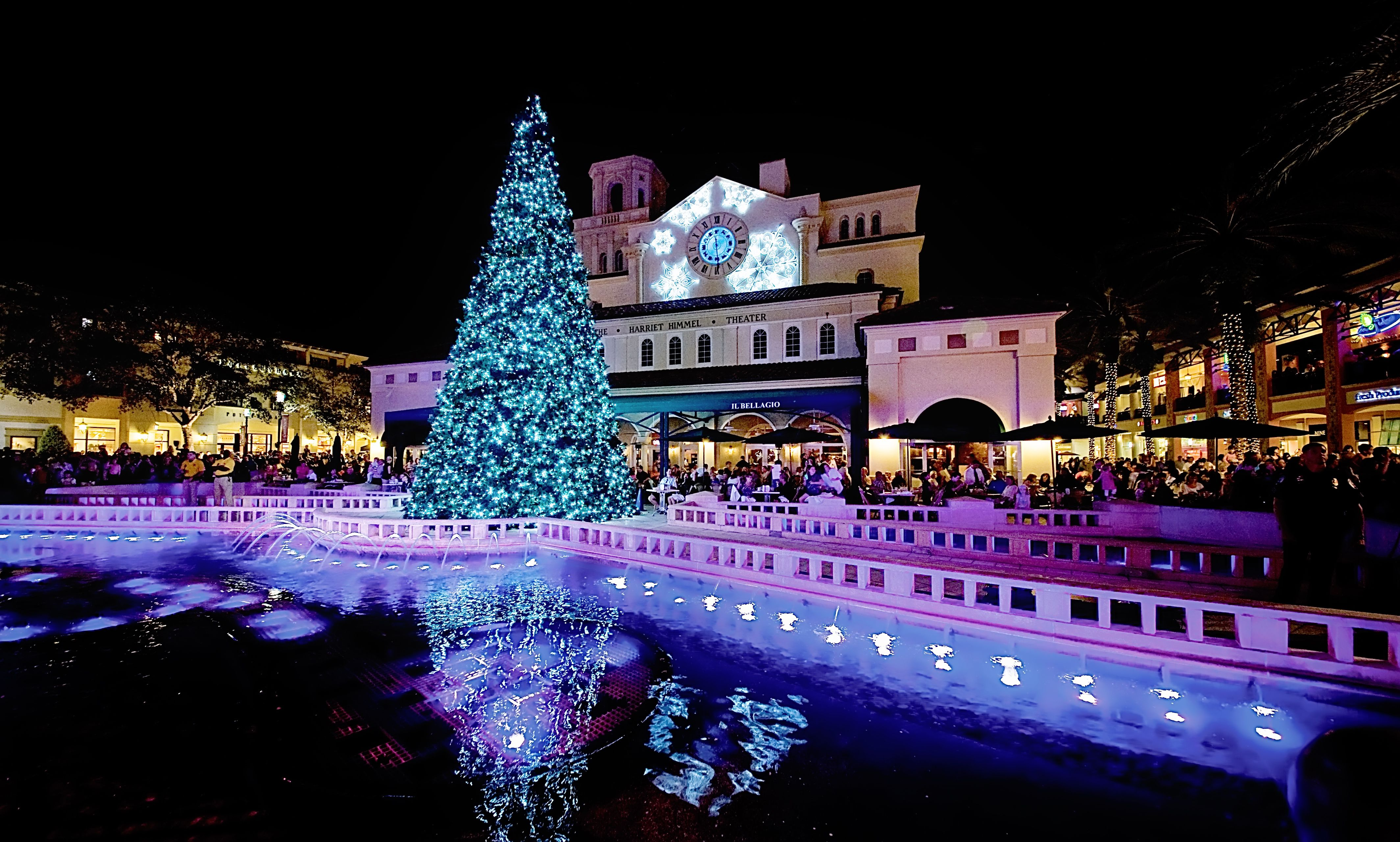 City Place transforms in to a Winter wonderland. @CityPlace #PalmBeaches #Florida #Holiday