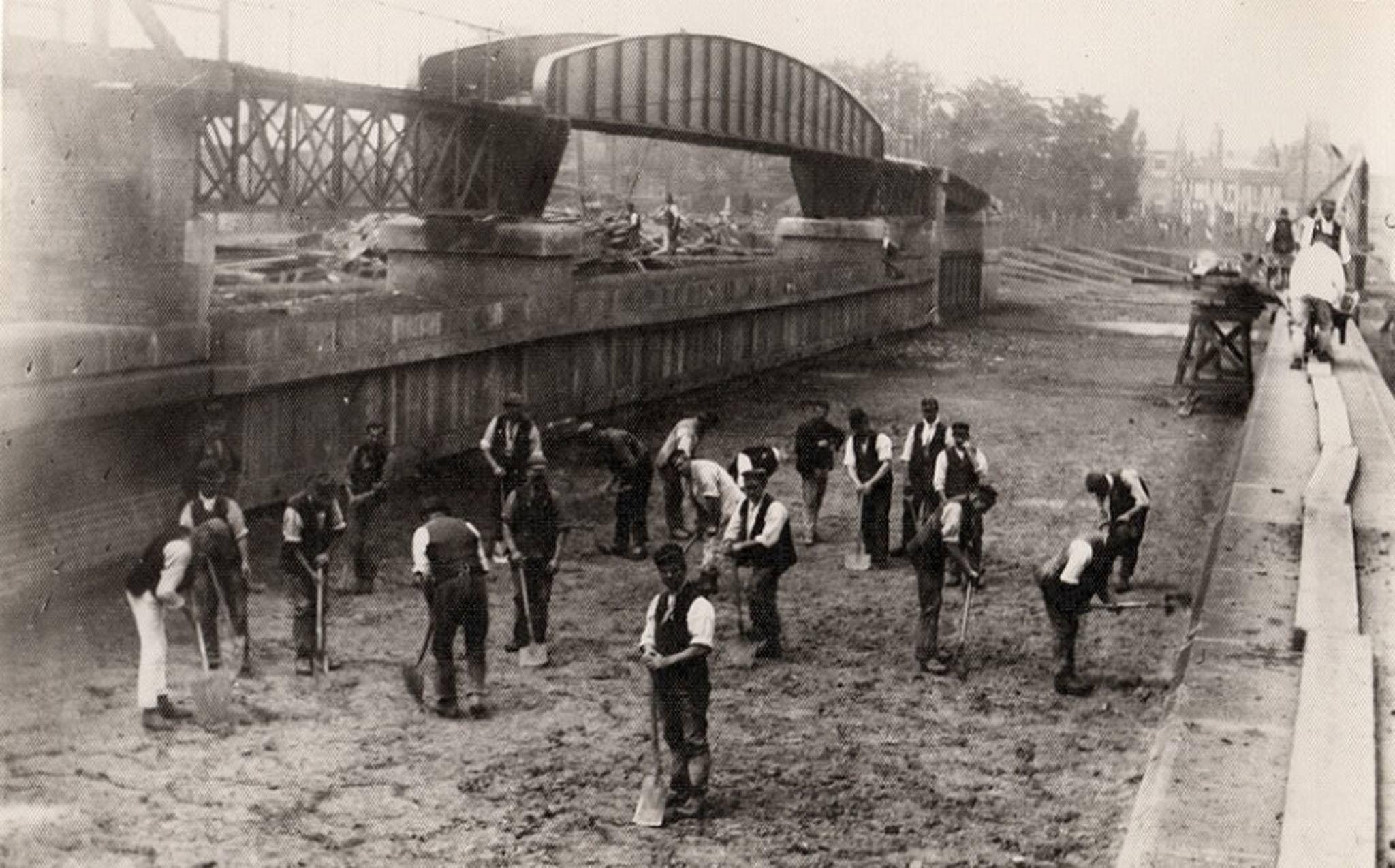 Men at puddle, Barton Aqueduct 1896