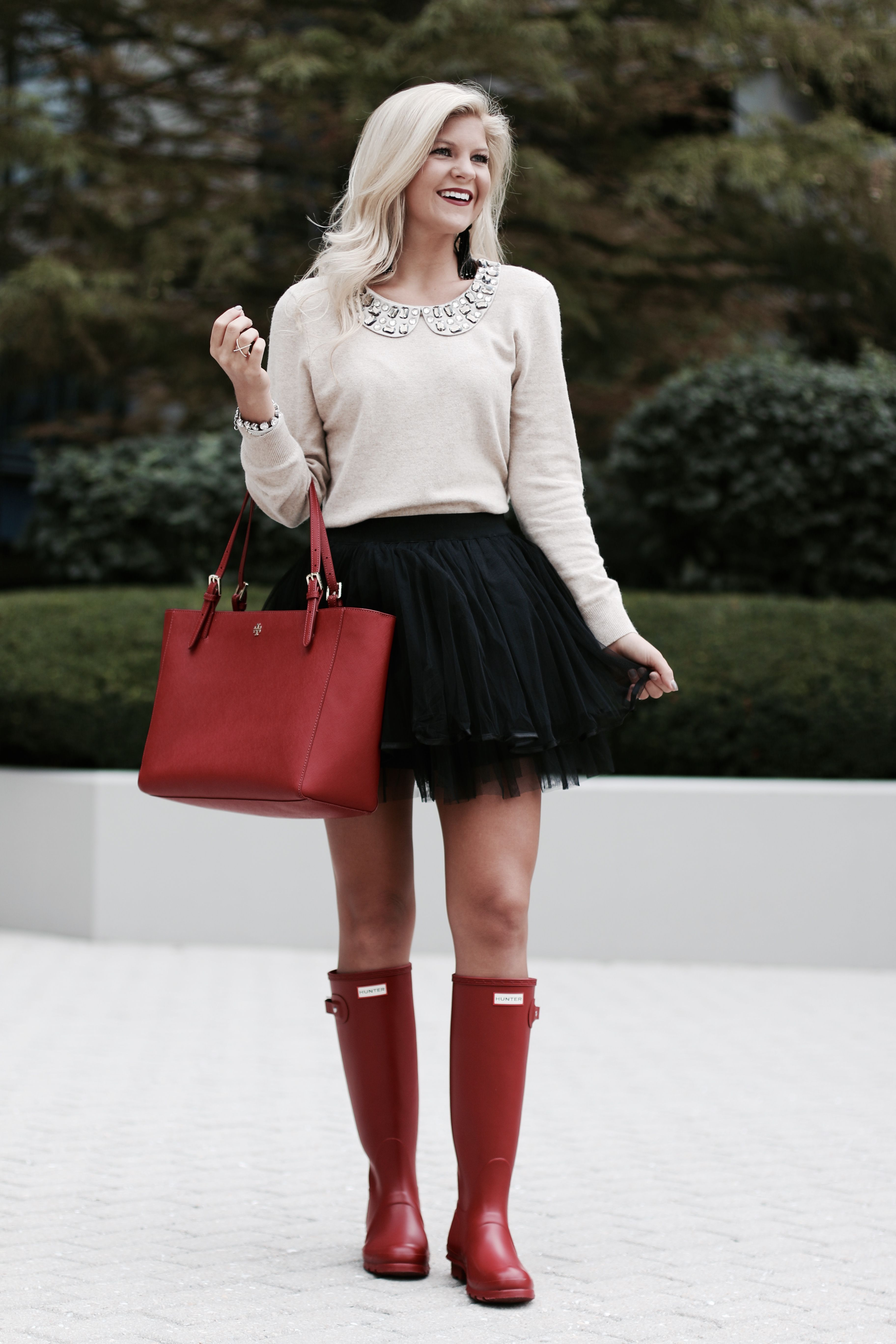 How To Style Amp Wear Hunter Boots Beyoutiful Blog Red