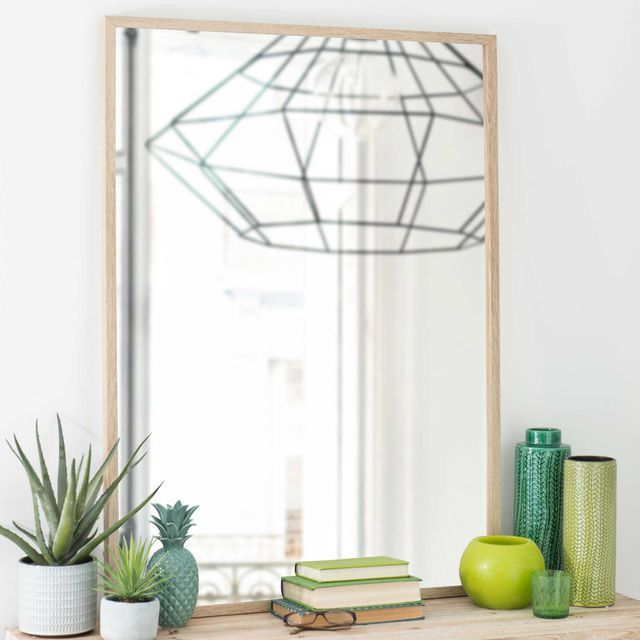 Miroir en bois Zappy, L 80 x H 110 cm, 69,99 euros ; Statuette
