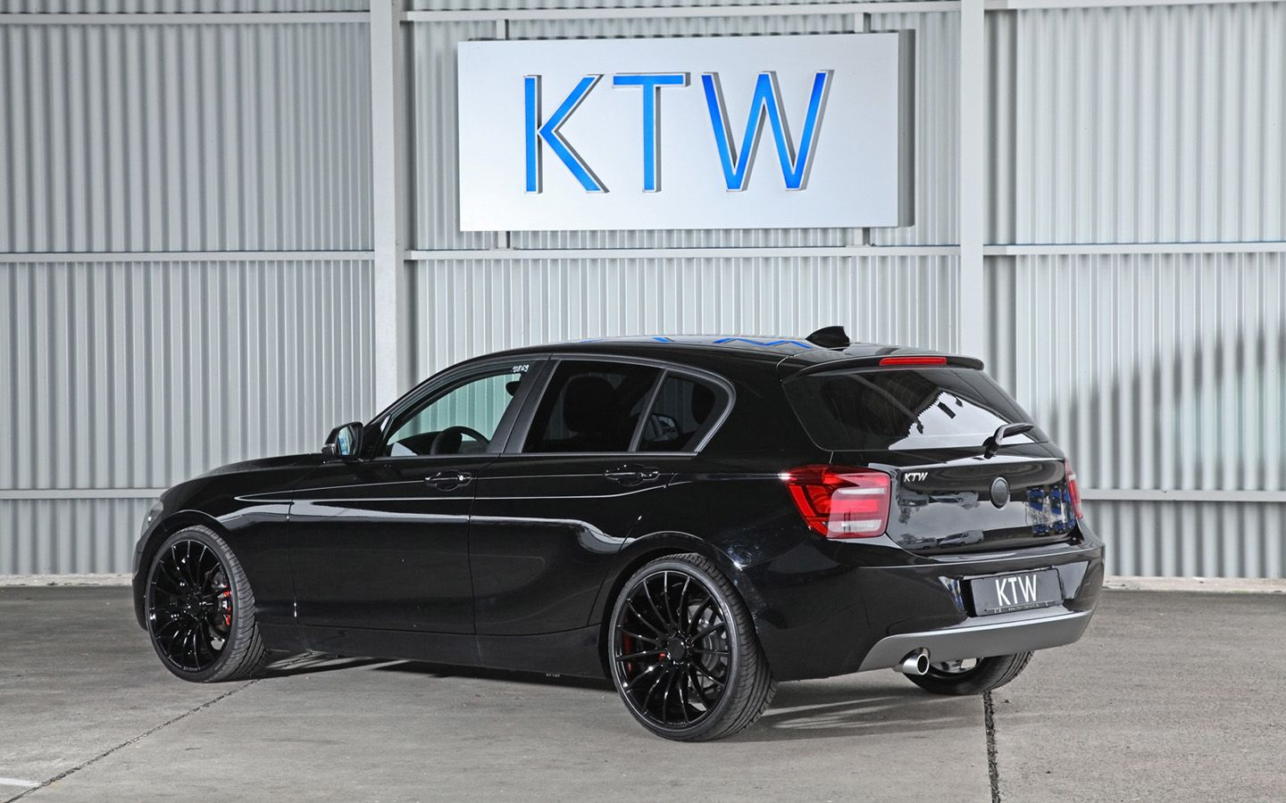 Ktw Tuning Bmw 1 Series In Black And White Carros Bmw Auto
