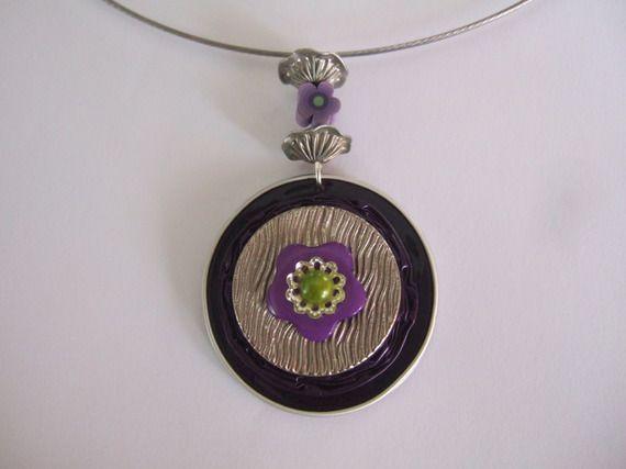 collier capsule fleurie violette