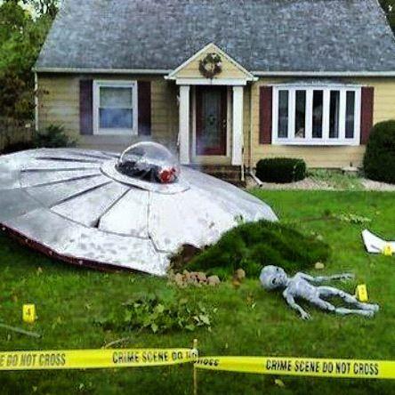 Cool Halloween Yard Decoration ! Alien UFO Space Ship / Crash .... We Come  In Peacev