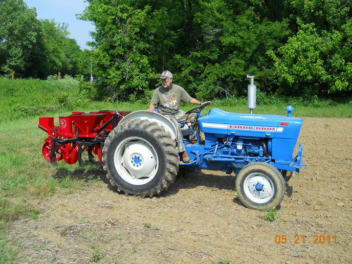 planting corn ford 3000 and coving tractors ford tractors new holland tractor planting corn ford 3000 and coving