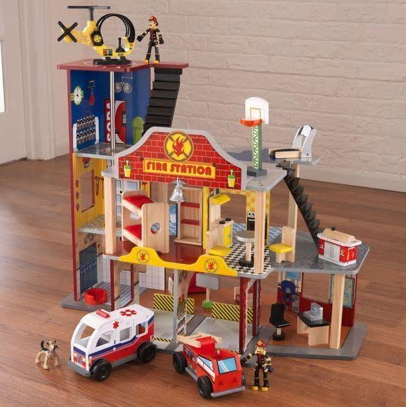 Kidkraft Deluxe Fire Station Set 22 Pieces 3 Firefighters Helipad