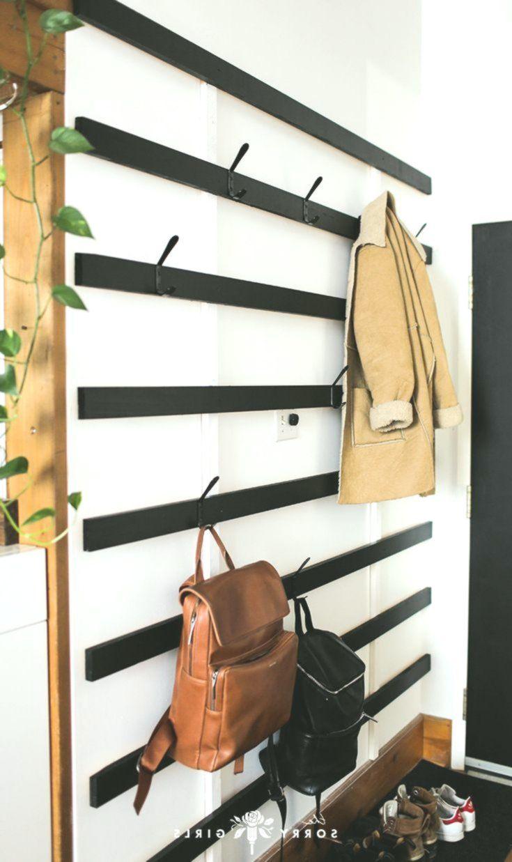 Bau einer riesigen minimalistischen Garderobe Kleine