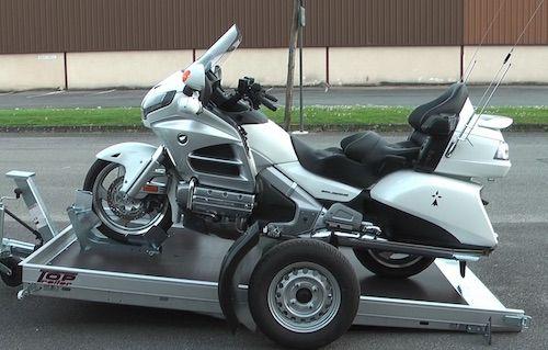 remorque pour moto moto 3 roues voiture electrique voiture sans permis voiture de course. Black Bedroom Furniture Sets. Home Design Ideas