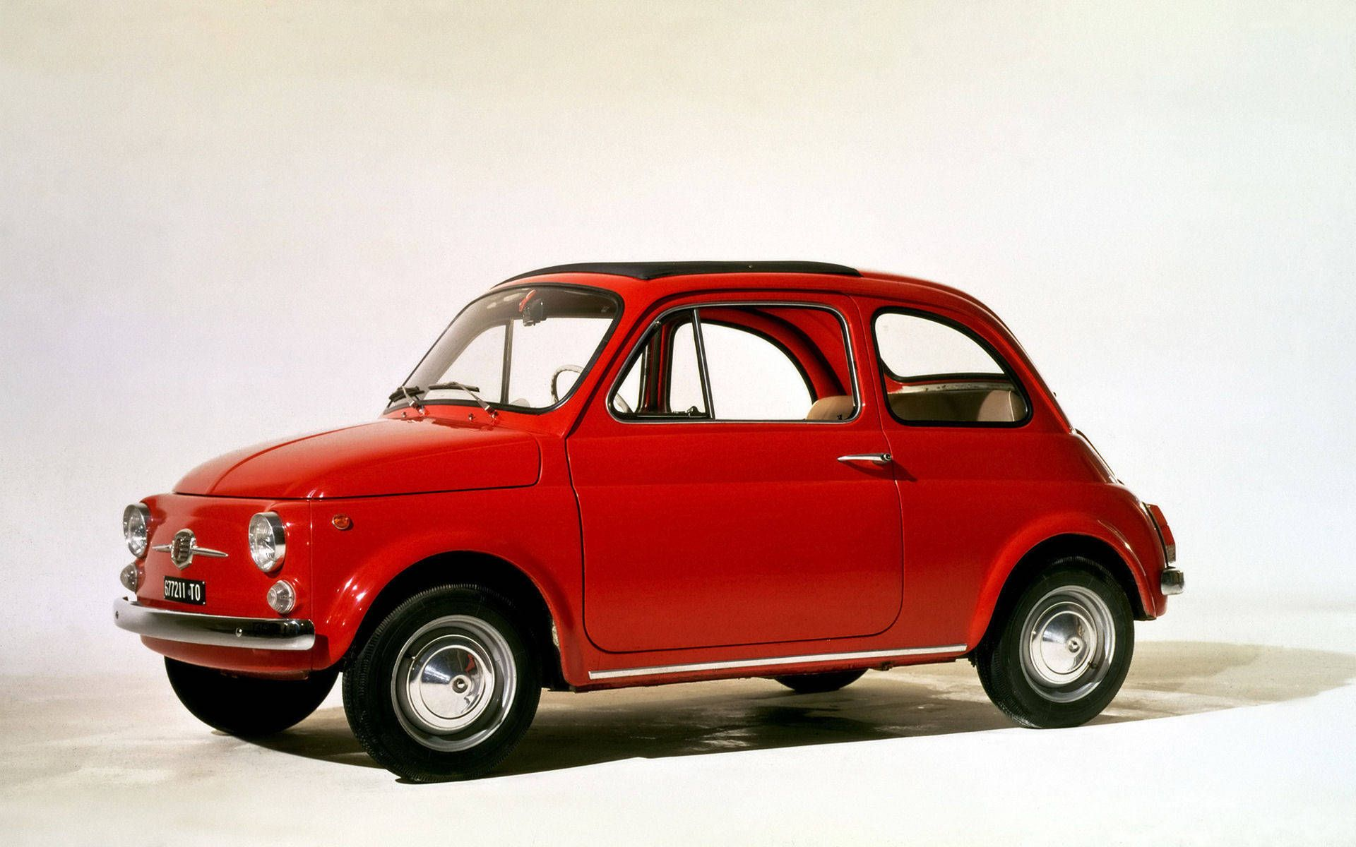 Fiat 500 Vintage One Of The Symbols Of Made In Italy The First Two Door Mini Car Ever Made Featuring The Steel Mo Fiat 500 Fiat 500 Vintage Fiat Cinquecento