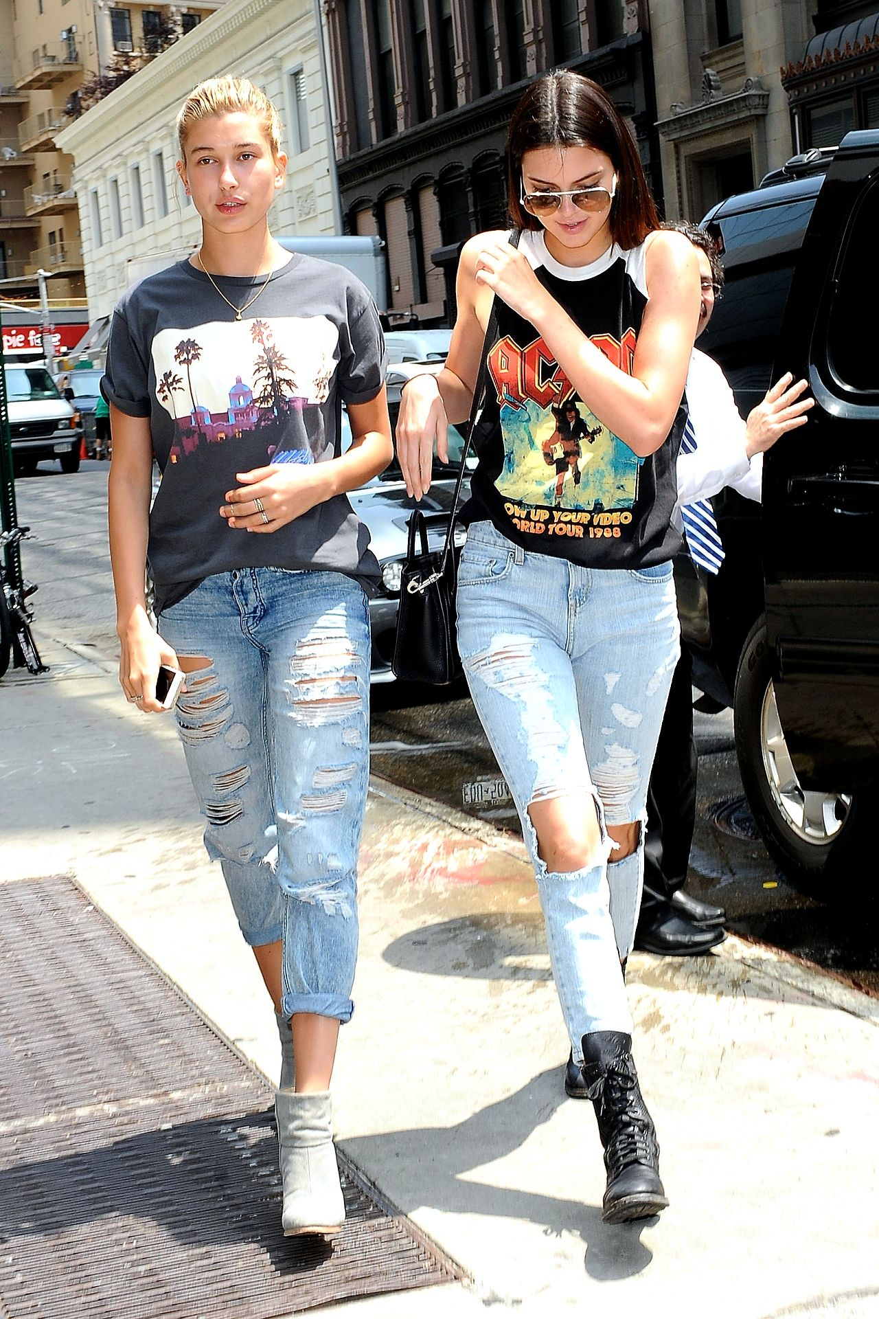 Graphic tee boyfriend jeans boots | s/s style | Pinterest | Hailey baldwin Soho and Boyfriend ...
