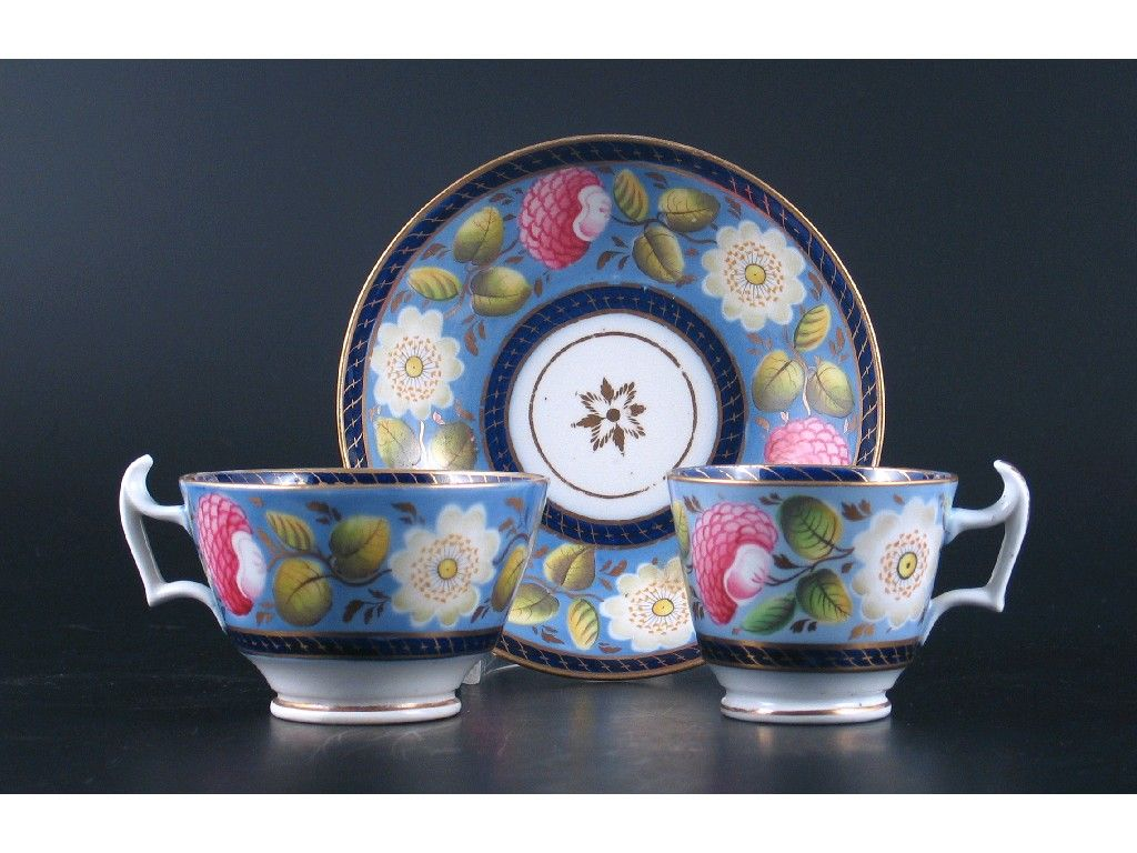 A Newhall-style part tea service, decorated with bands of flowers and leaves, pattern no.1284. Some damages. Early 19th century, comprising; four coffee cups, six teacups, eight saucers, a waste bowl, two plates and a teapot stand