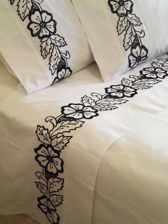 lençol bordado... | Caminos de mesa | Pinterest