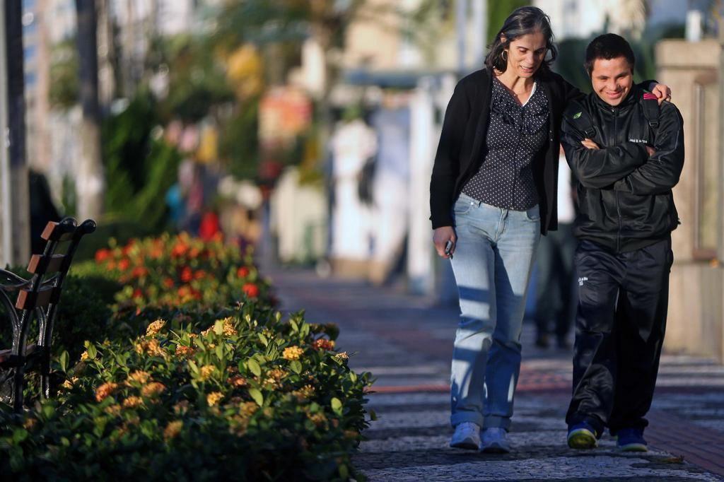 Depois de uma vida inteira em abrigos, rapaz com 26 anos é adotado e convive com a nova família em Florianópolis - Geral - Diário Catarinense