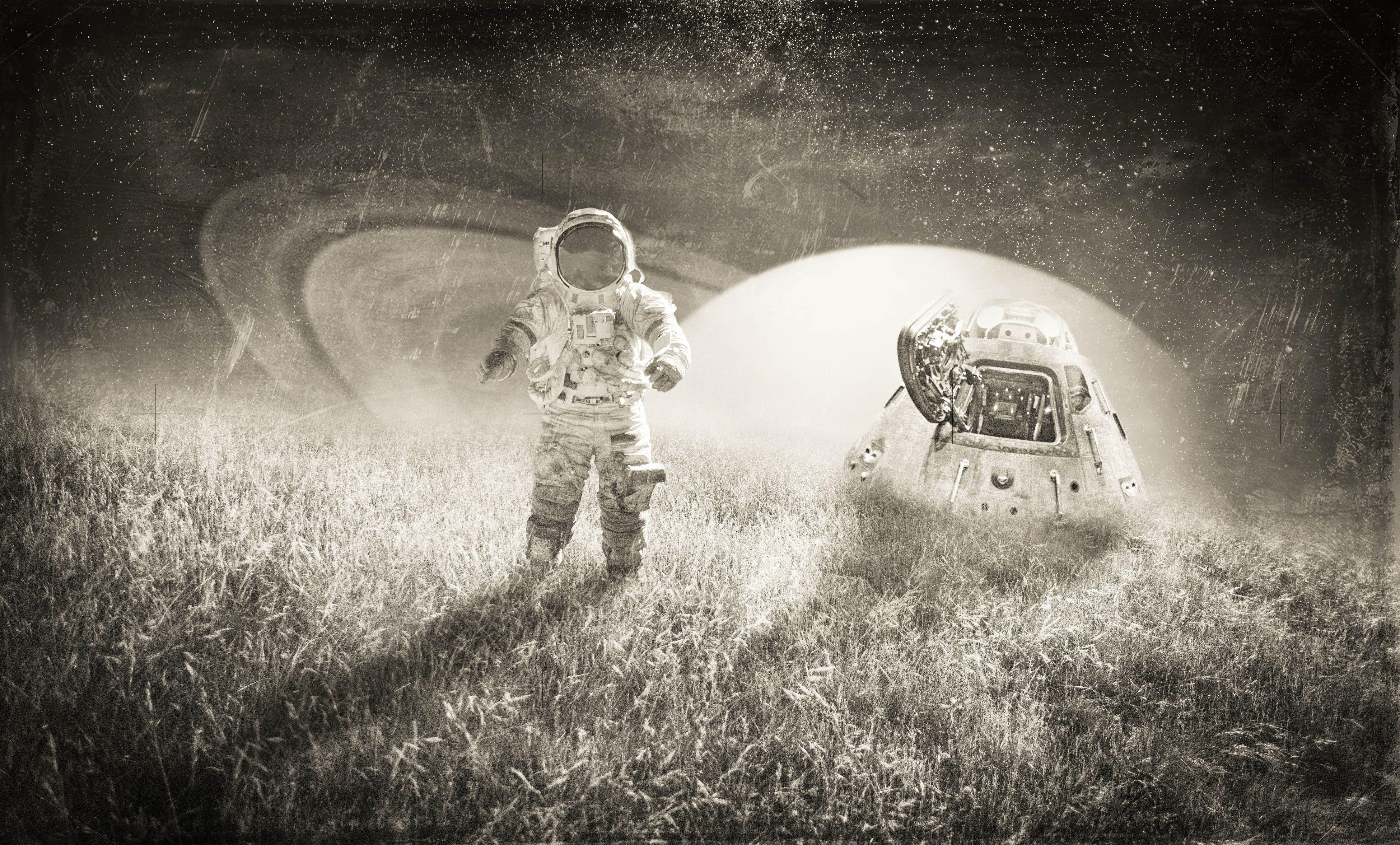 View Download Comment And Rate This 4500x2716 Astronaut Wallpaper Wallpaper Abyss Primer Viaje A La Luna Viaje A La Luna Viaje Espacial