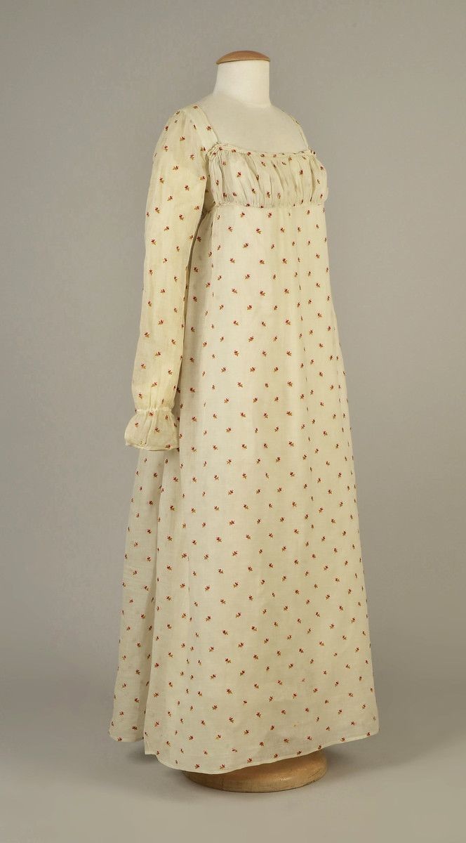 Lot muslin dress with crewel embroidery american