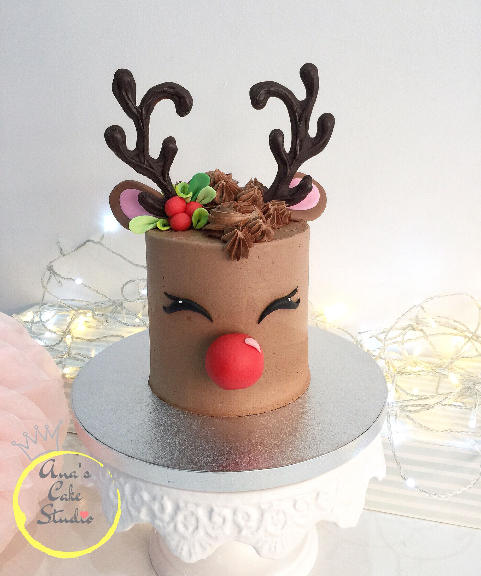 Reindeer cake (With images) Reindeer cakes, Christmas
