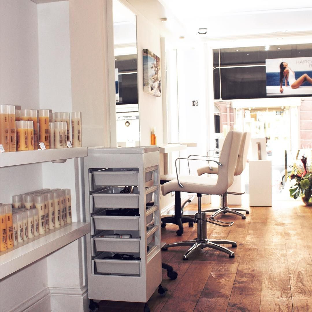 We hope you're all #SuperExcited for @theminiedit launch tomorrow. In the meantime, check out the cool #SalonSetUp that #IluxeSaintBarthelemy had going on @19beauchampplace last month... #PopUp #PopUpSalon #LuxuryHaircare #BeauchampPlace