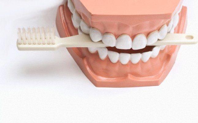 تتطلب عملية وضع جسر الاسنان العادي القيام بشحذ الاسنان السليمة لتقوم بدعم الجسر تتضرر الاسنان السليمة في هذه الحالة وقد يحتاج المعال Dish Soap Dishes Soap