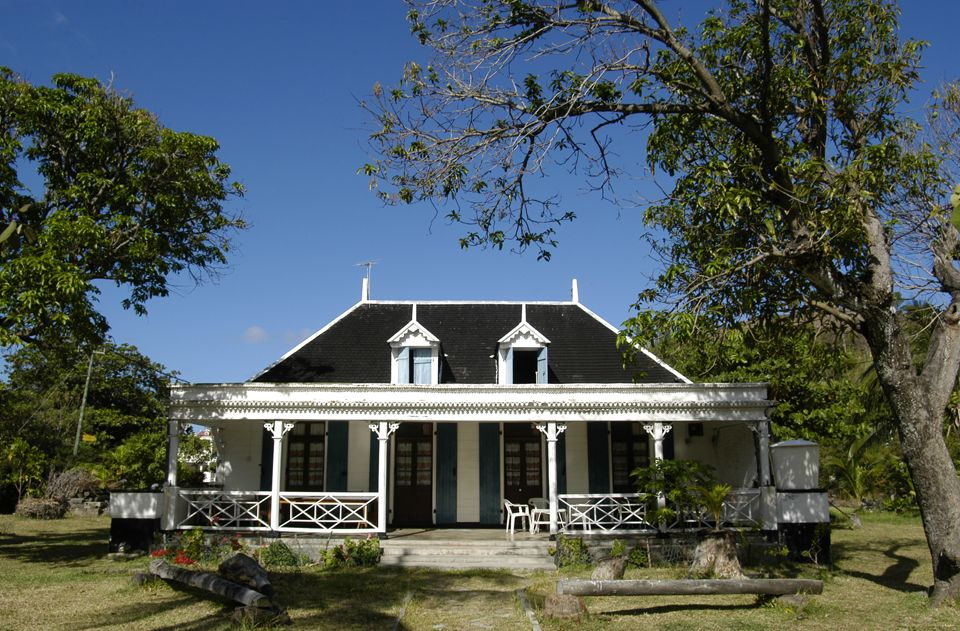 colonial house mauritius what color is your house. Black Bedroom Furniture Sets. Home Design Ideas