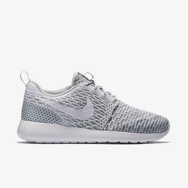 Analista Allí Patológico  15 Chic and Easy Travel Looks to Steal From the Most Stylish Fashion  Bloggers | Nike sneakers women, Nike shoes women, Nike roshe flyknit