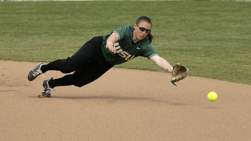 Softball Rallies For 4 3 Win Over Youngstown State Youngstown State Softball Softball Season