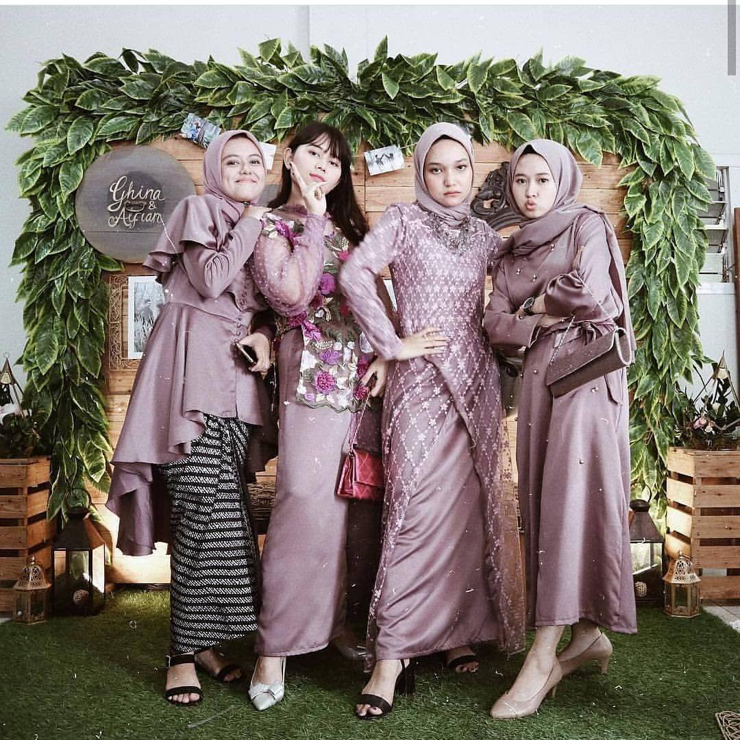 """Photo of Inspirasi Kebaya Muslim on Instagram: """"Folow  @kebaya_hijab @galerimelinda  trend gamis dan kebaya kekinian. . MUA @kebaya_hijab . Lipstick PREMIUM TEKNOLOGI NANO KOREA…"""""""