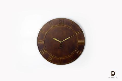 ساعة حائط مميزة بأرقام لاتينية قمة في الإبداع والرقي الساعة دائرية الشكل بأرقام لاتينية بارزة ومحاطة بدائرتين من الداخل والخارج البروز Clock Wall Clock Wall