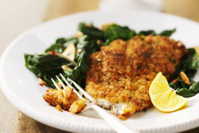 Our Crispy Fish with Sautéed Spinach has great flavour and couldn't be easier to whip up! The crispy coating mix adds great crunch to the fish while keeping it nice and moist. Baby spinach is simply sautéed with a little garlic and topped with toasted almonds.