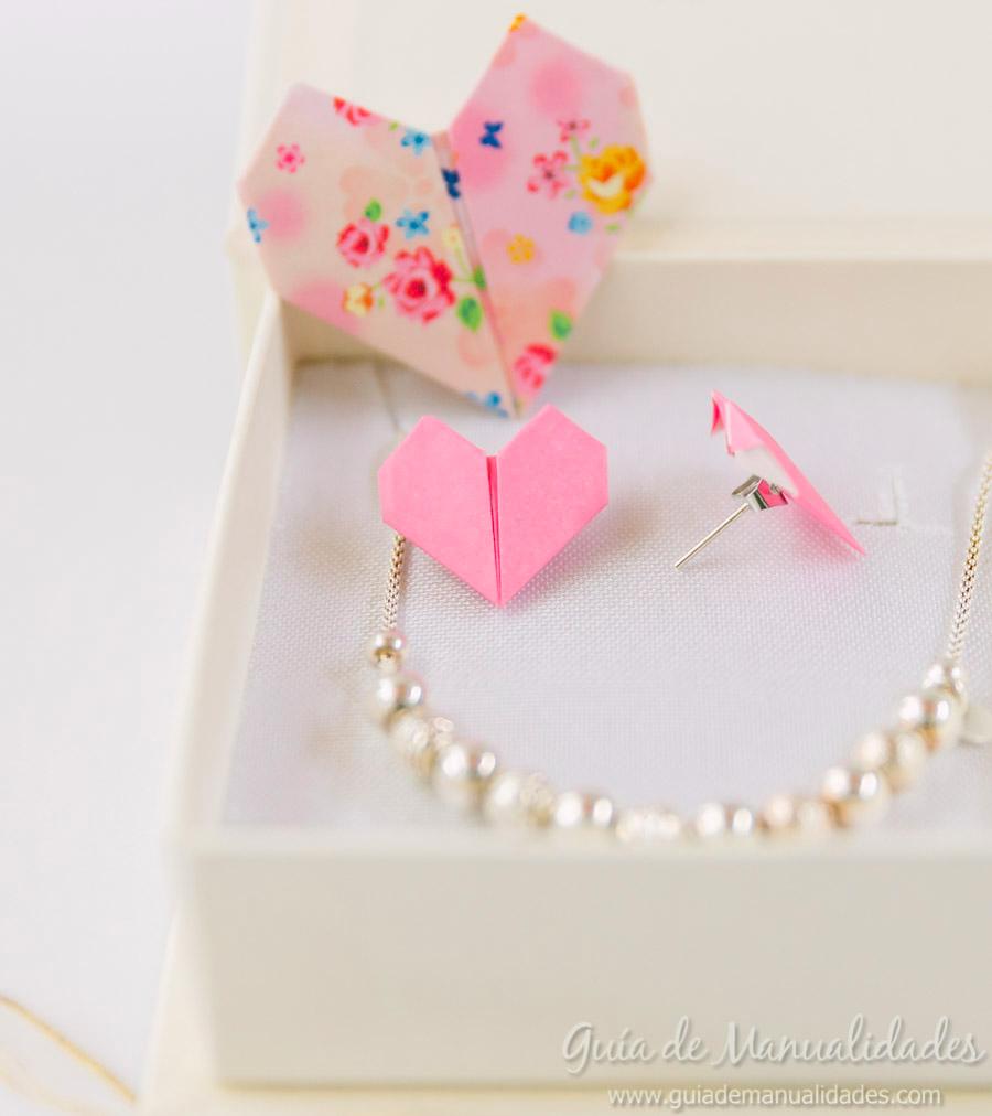 Photo of Aros y broche corazón de origami para lucirse