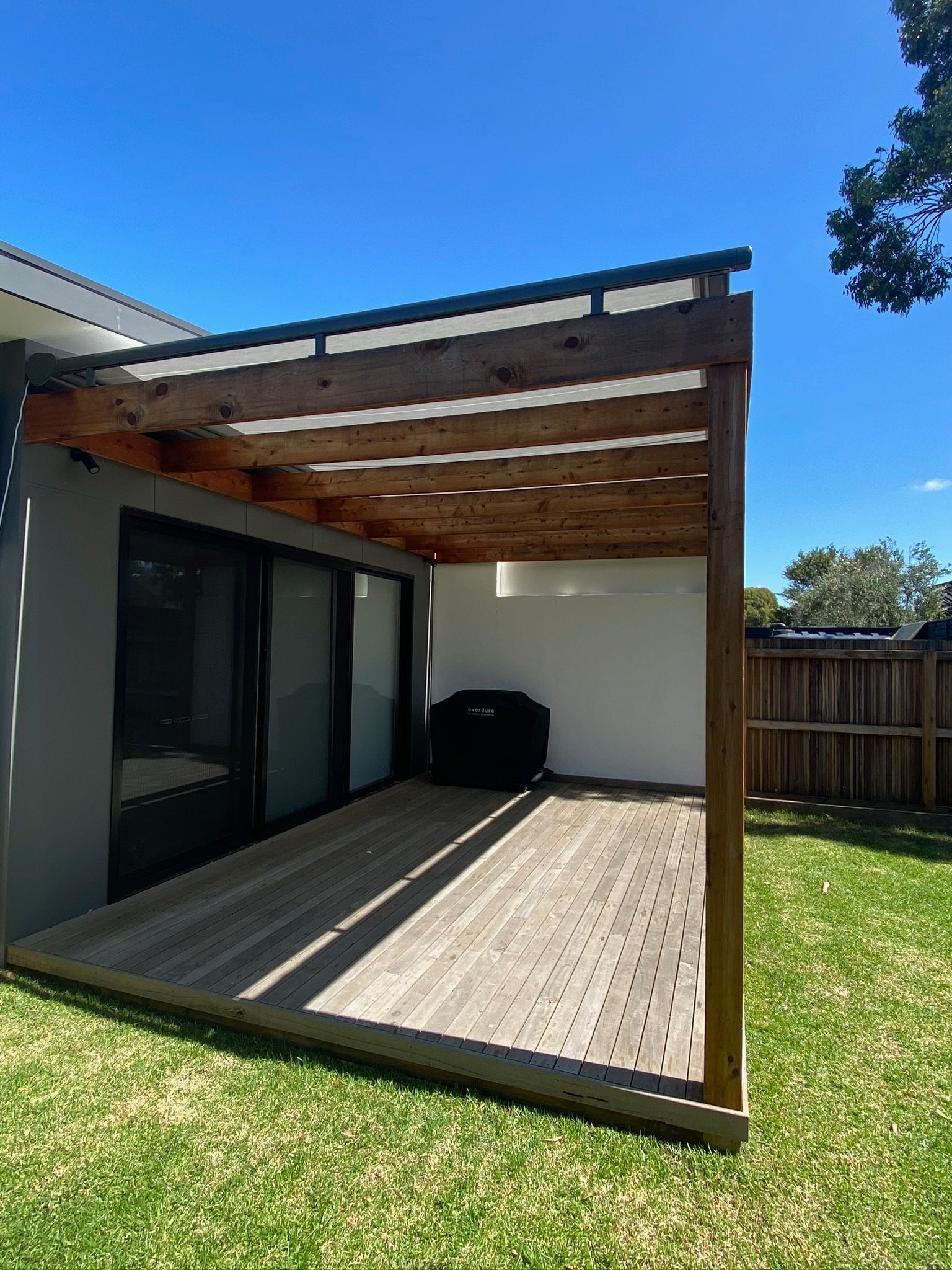Retractable Patio Awnings This One Was Powder Coated To Match The Clients Beautiful Framed Pergola And Fully Motorized In 2020 Awning Melbourne House Outdoor Blinds