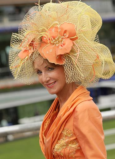 Royal Ascot I would wear this.....I must put the Kentucky Derby on my  bucket list. 5b5d65a5fb05