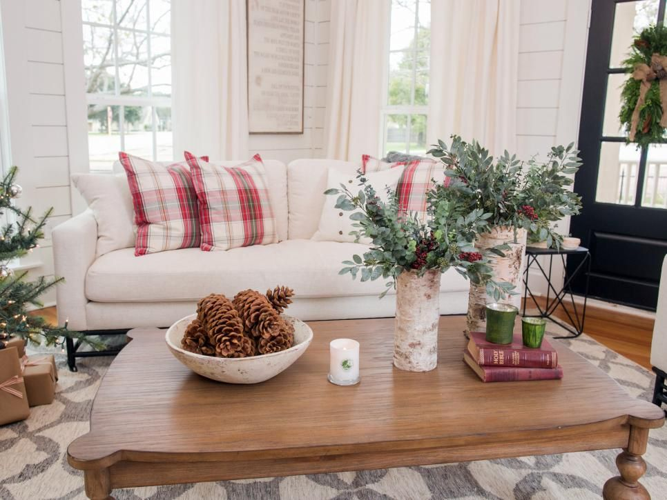 Fixer Upper Renovation And Holiday Decor At Magnolia House Bed And Breakfast Christmas Decorations Living Room Christmas Living Rooms Farmhouse Christmas Decor