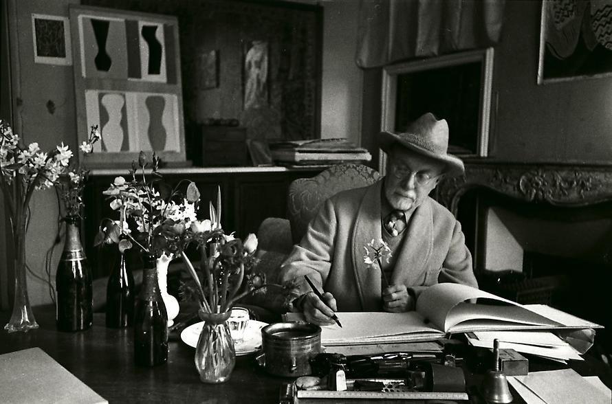 Henri Matisse At His Home Villa La Reve Vence France 1944 By Henri Cartier Bresson Henri Cartier Bresson Henri Matisse Matisse