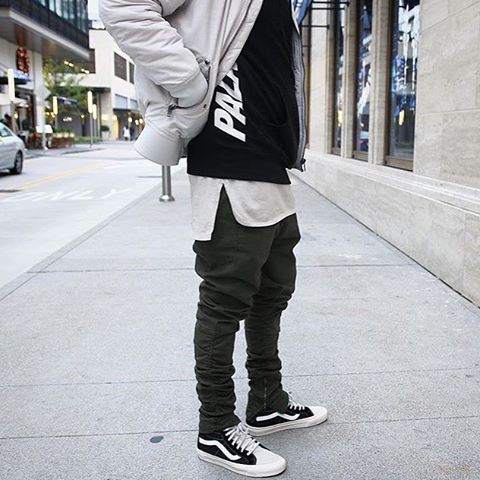 587d89234fd9  SimpleFits  forever.wavy ▫  HM  Bomber ▫  Palace  Tee ▫  FoG  Pants ▫  Vans  x  FoG  Sneakers