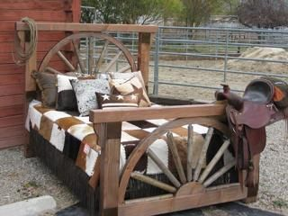 These are so neat....we have 2 very similar wagon wheel beds