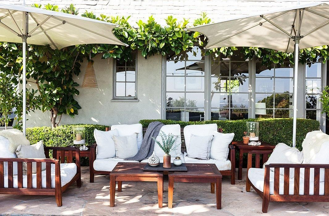 7 To-Die-For Outdoor Living Rooms!