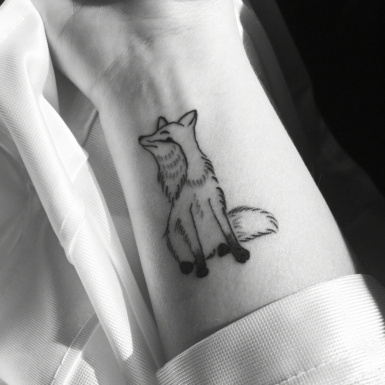 Small Fox Tattoo Hand Drawn And Tattooed By Texas Betty Tatuirovki Tatu Cvetochnyj