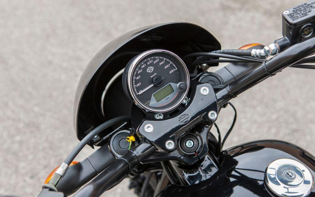 l 39 indicateur de vitesse est simple et l gant galerie de photos moto journal moto journal. Black Bedroom Furniture Sets. Home Design Ideas