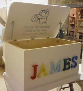 Love the name on this toy box. This would be so easy to do.
