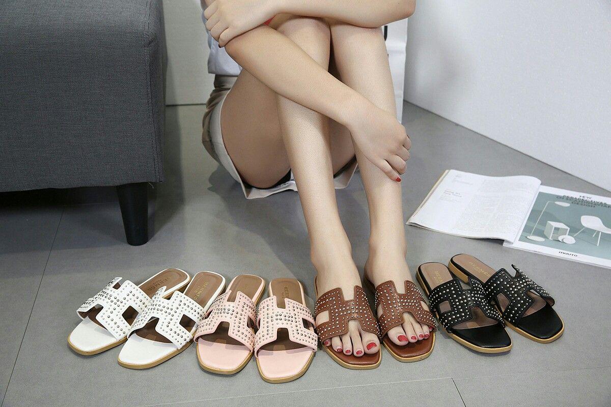 56830631925e Sandal Hermes  1021-33 Flat shoes Semipremium Bahan Kulit combi studed  Berat 5 ons 4 Warna   Beige